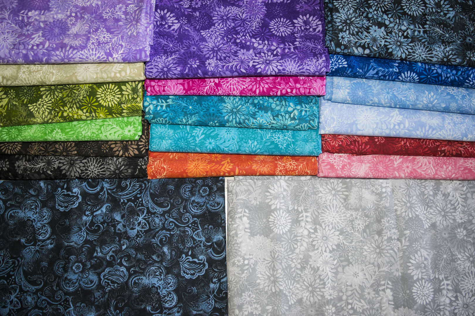 "SPW 167: Batiks (45"")   Our Batik Patterns are finished at both 45"" & 108"". For the 108"" colors, see SPW 182."