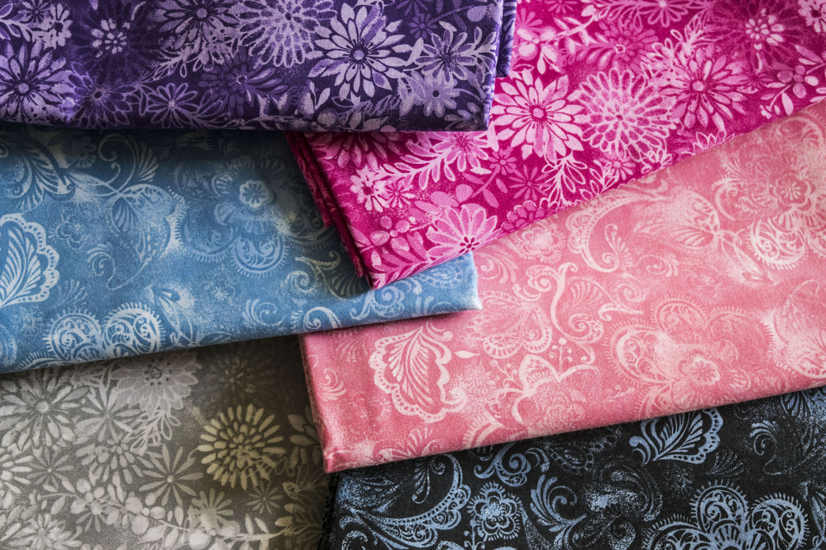 "SPW 182: Batiks (108"")   Our Batik Patterns are finished at both 45"" & 108"". For the 45"" colors, see SPW 167."