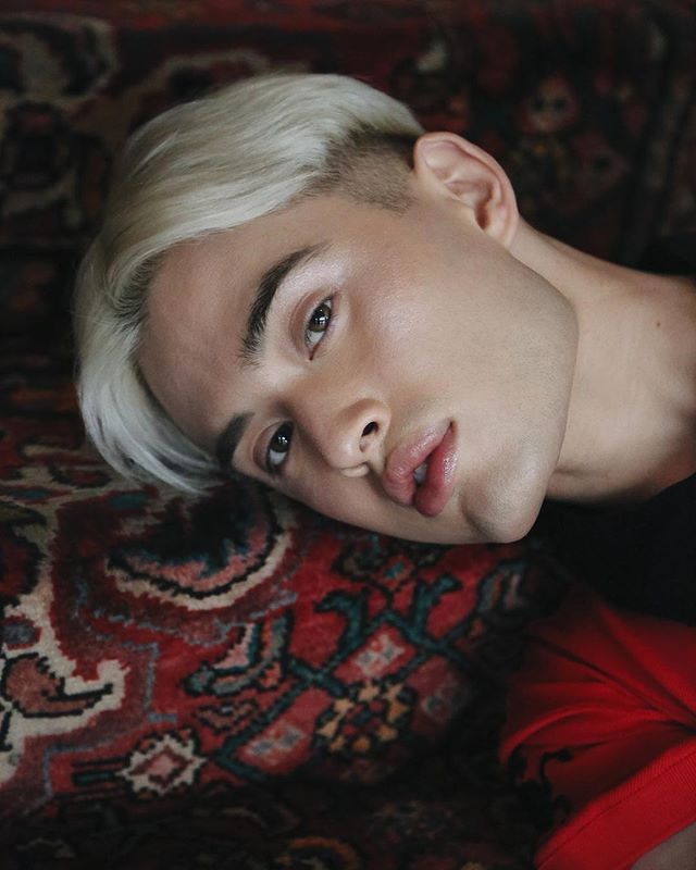 @chesterlockhart in conversation with @sirdavidsimon talks about the colour RED, masculinity, music all the way to art 🎟 All OUT NOW in Dear Boy 05 SENSES! #linkinbio⁣⠀ ⁣⠀ SUCCULENCE⁣⠀⁣⠀ @chesterlockhart shot by @sirdavidsimon |  Styling @chesterlockhart |  Grooming @mjr_makeup  #dearboymag ⁣⠀