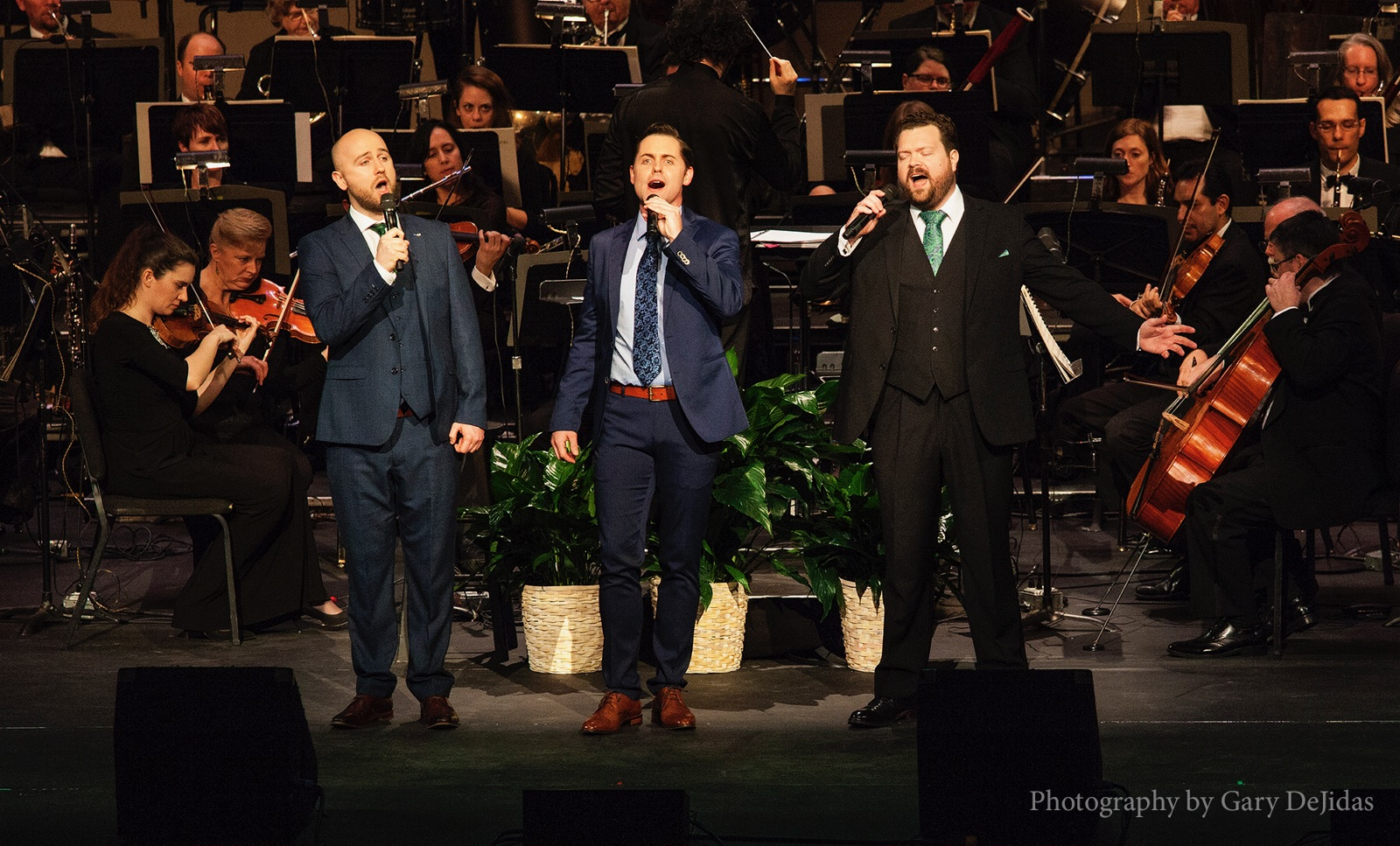 David O'Leary, Michael and Karl Scully. TRI : The New Irish Tenors  and the Orlando Philharmonic.