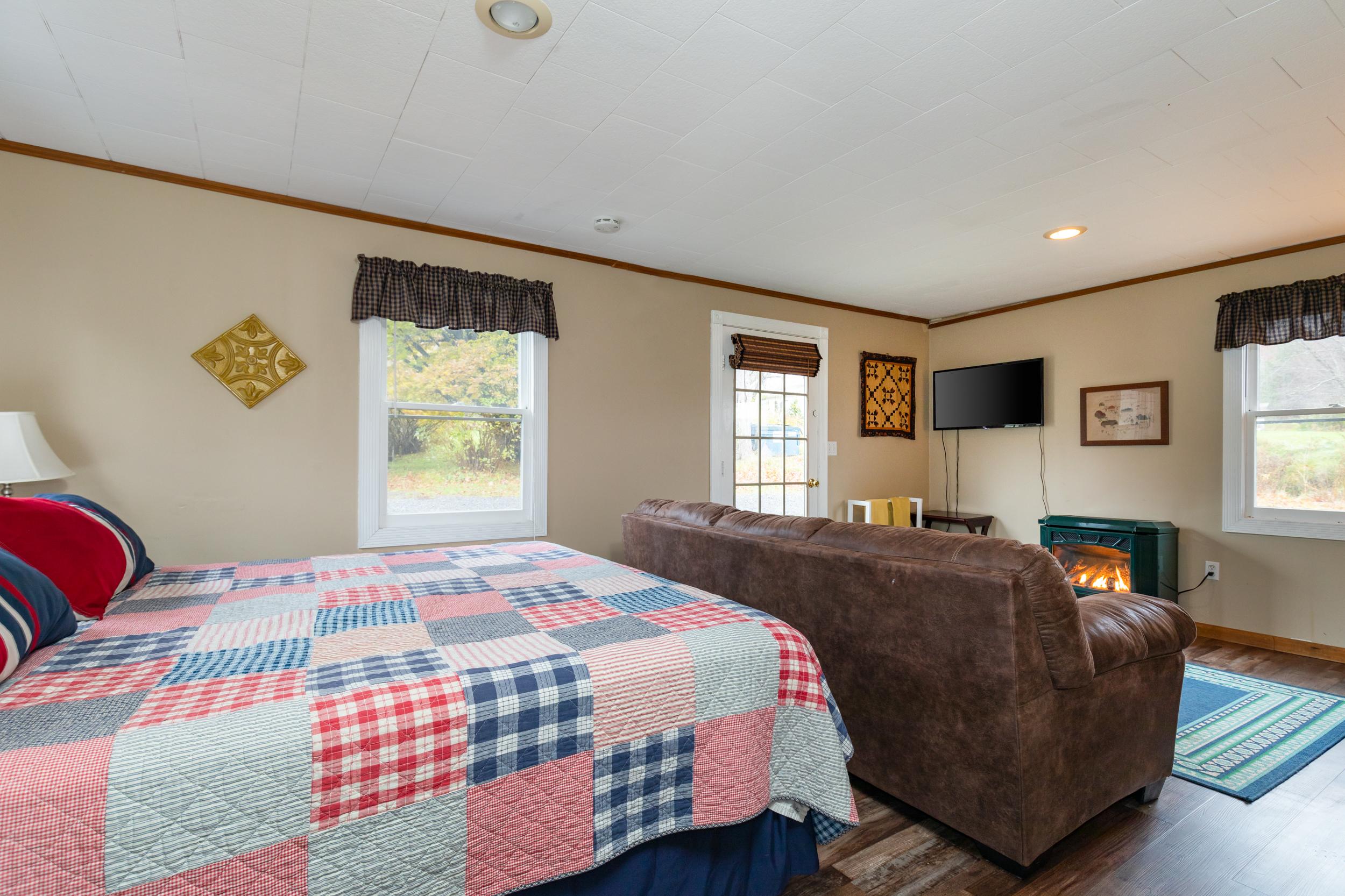 Delaware   (Pet-Friendly)  King, En-Suite Bath • from $99