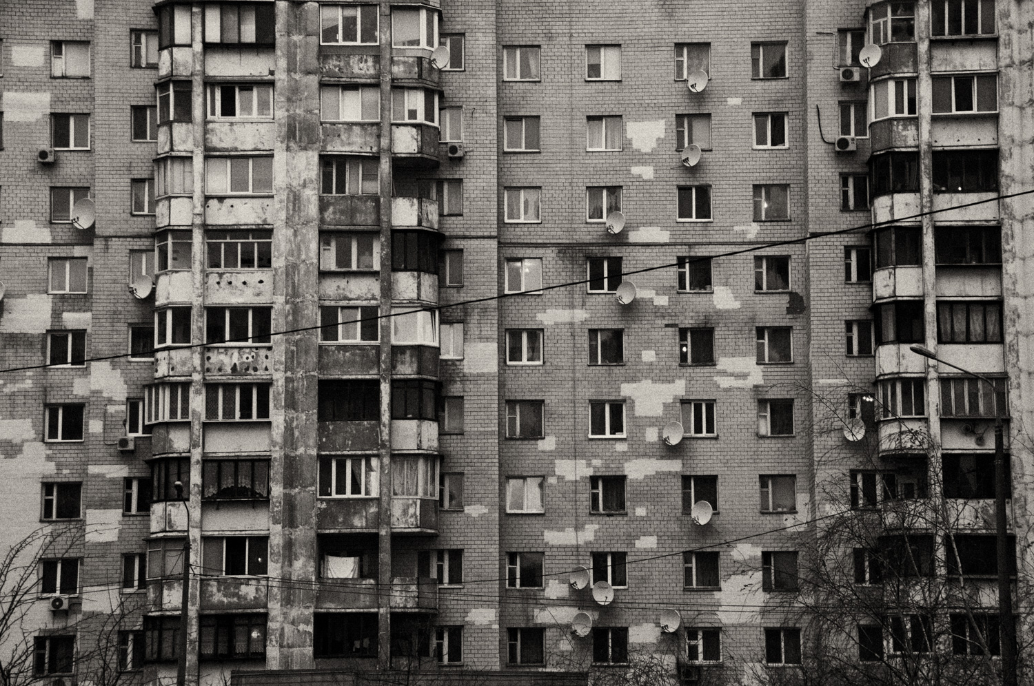 A personal photo essay about childhood memories and dreams. Schtsch is the Germanized version of the Cyrillic letters Щ. It is found in the name of Trojeschtschina (Троєщина), a suburb in Kiev, where I grew up.