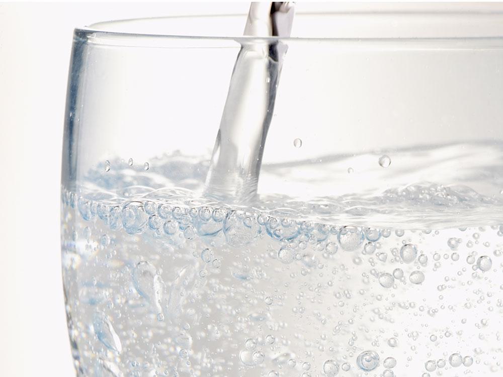 pouring-club-soda.jpg
