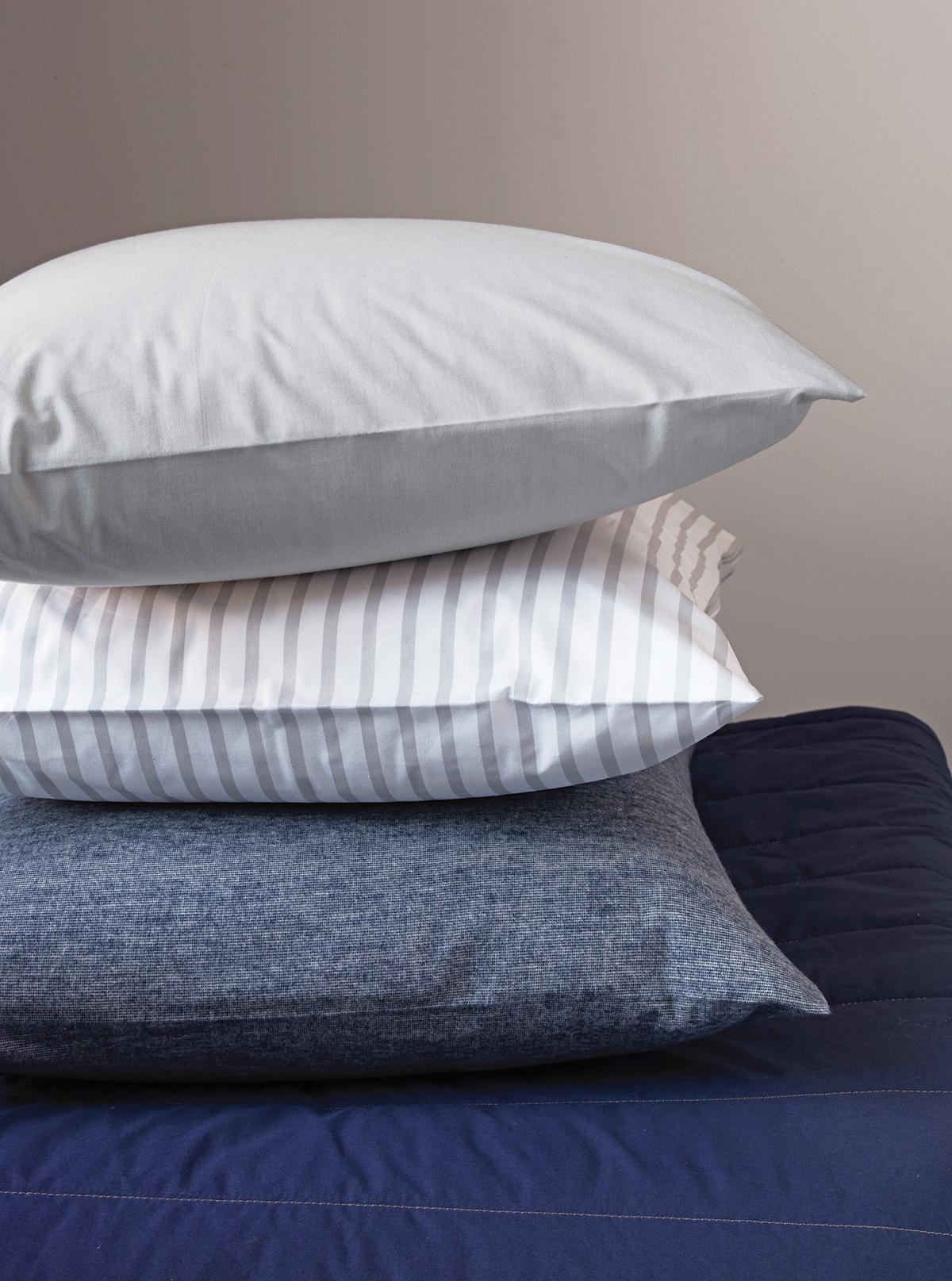 p7_L_E_pillows_quilt_0709.jpg
