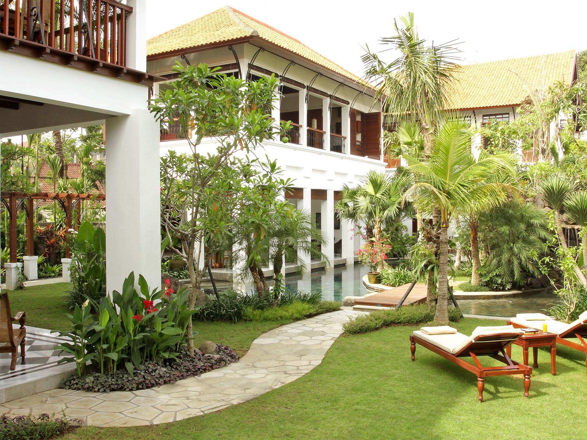 3-Villa Batavia - Garden.jpg