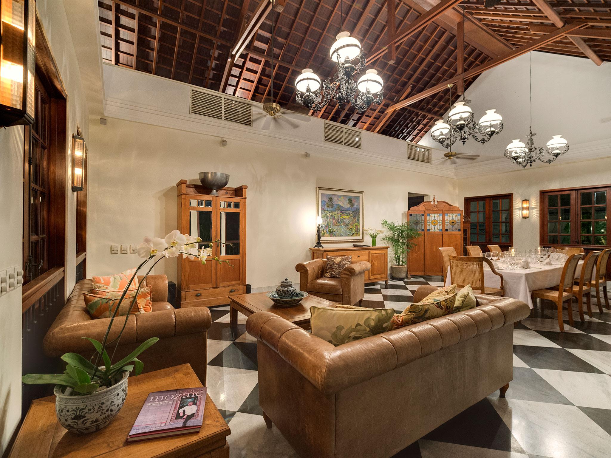 10-Villa Batavia - Living and dining area.jpg