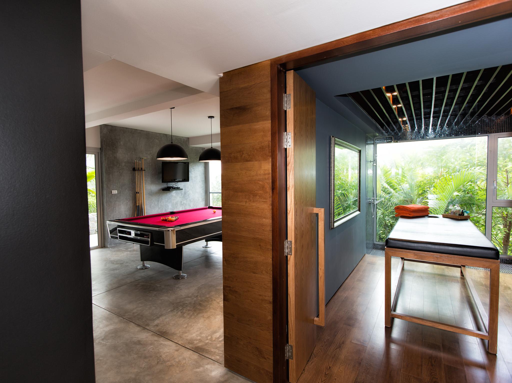 08-Villa Napalai Surin - Pool room and massage room.jpg