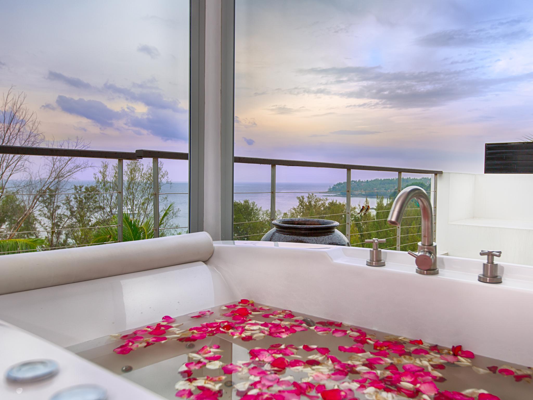 12-Villa Napalai Surin - Seaview from master bath.jpg