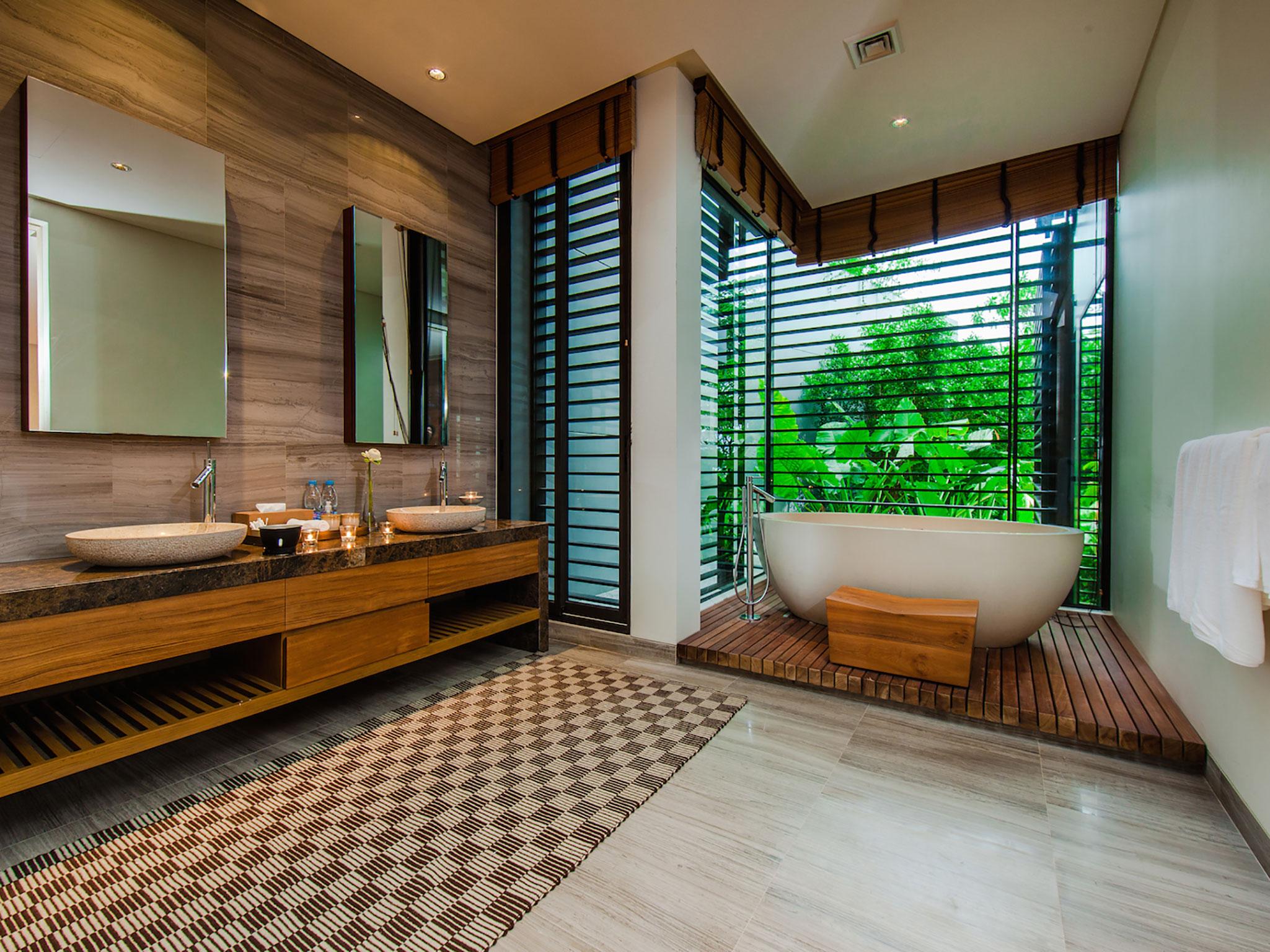 5. Featured Master Bathroom 3.jpg