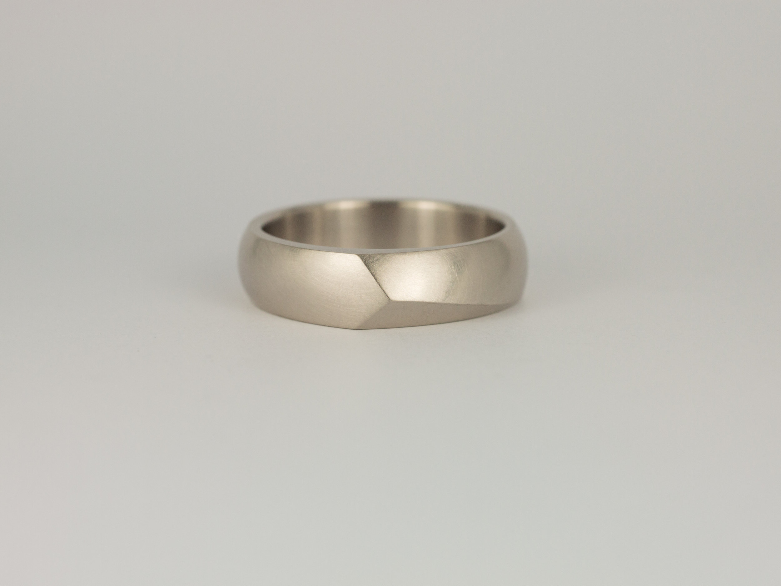 Men's Facet ring in grey white gold