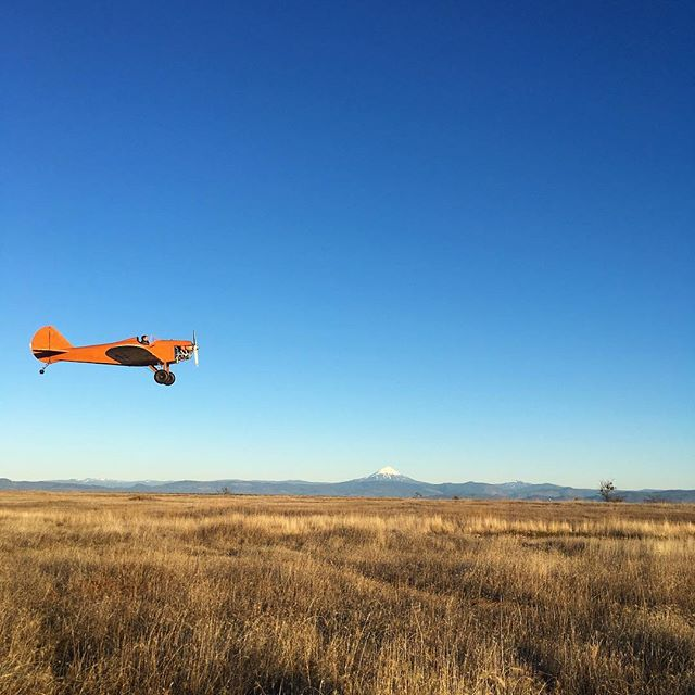 Lots of locals out enjoying an unseasonably warm sunset jaunt on Lower Table Rock today, pilot included. Zoom in to see his pixelated grin. Mine was just as big, as I took in the view with snow-capped McLoughlin. #bright #orange #planes and #snowcapped #mountains make me #happy #getoutstayout #southernoregon #flyhigh