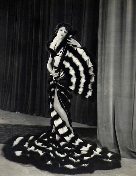 Lina Basquette photgraphed by Max Munn Autry, 1920s