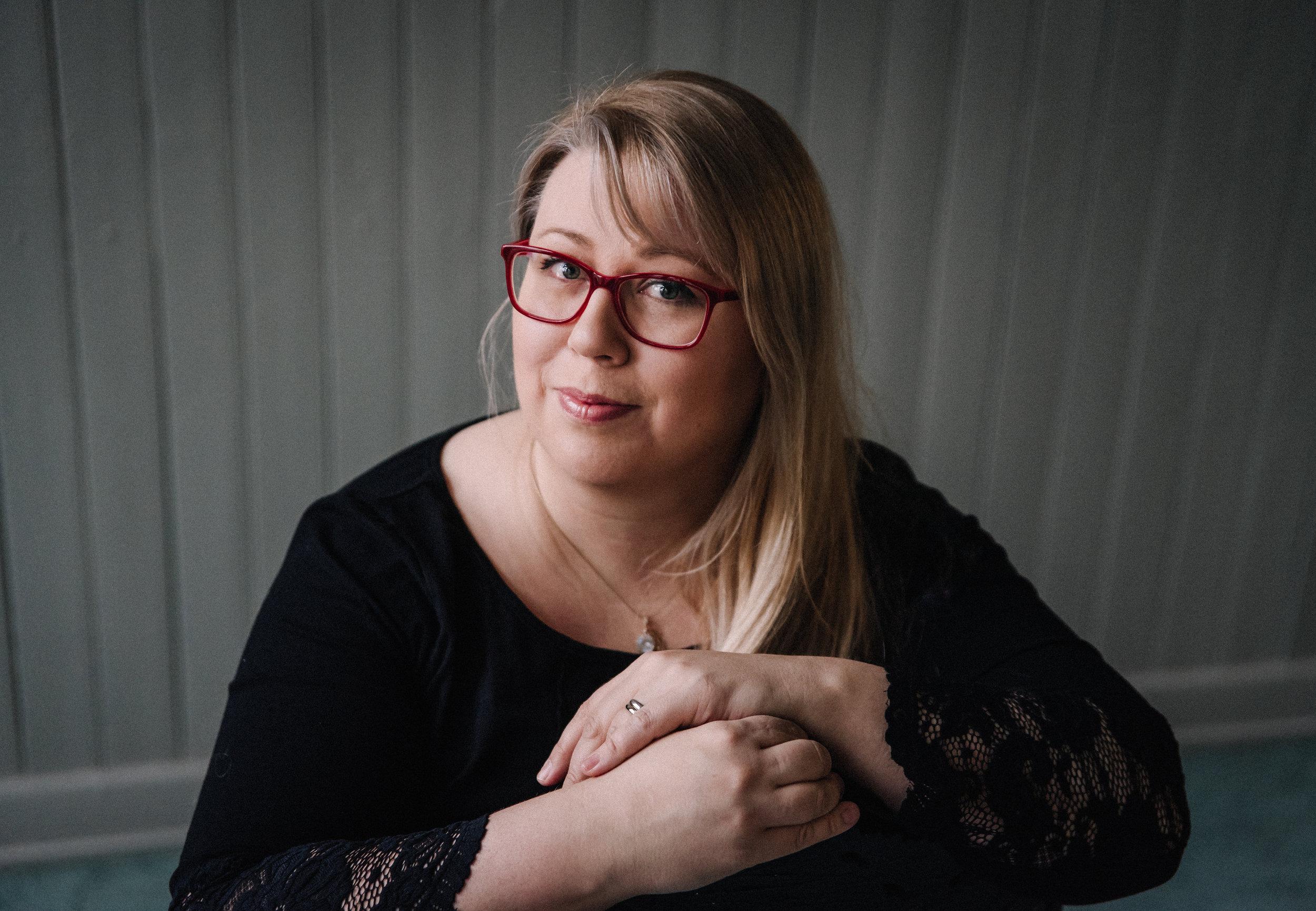 Nina Röntynen on valokuvaaja, kampaaja ja meikkaaja. Juhlien suunnittelu ja tapahtumien toteutus on aina ollut sydäntälähellä! - nina.rontynen@ninka.fi