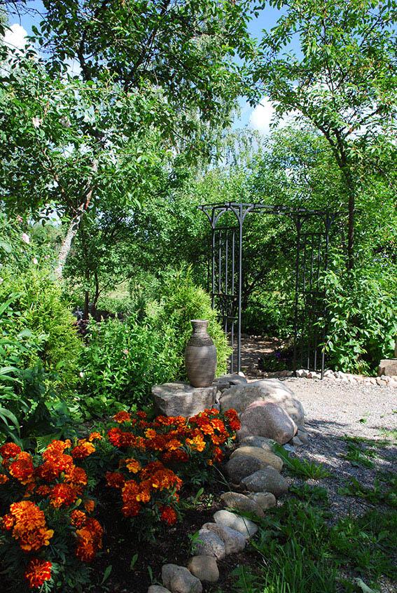 Hiljaisuuden puutarha.jpg