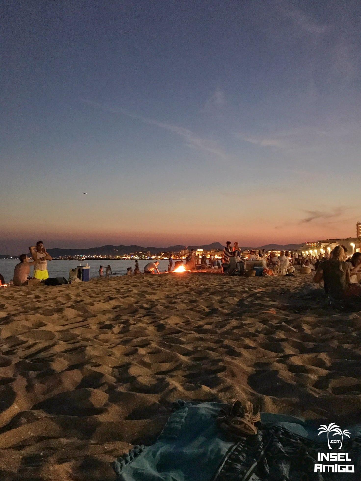 Auch der Sonnenuntergang gehört zur Nit de Sant Joan dazu