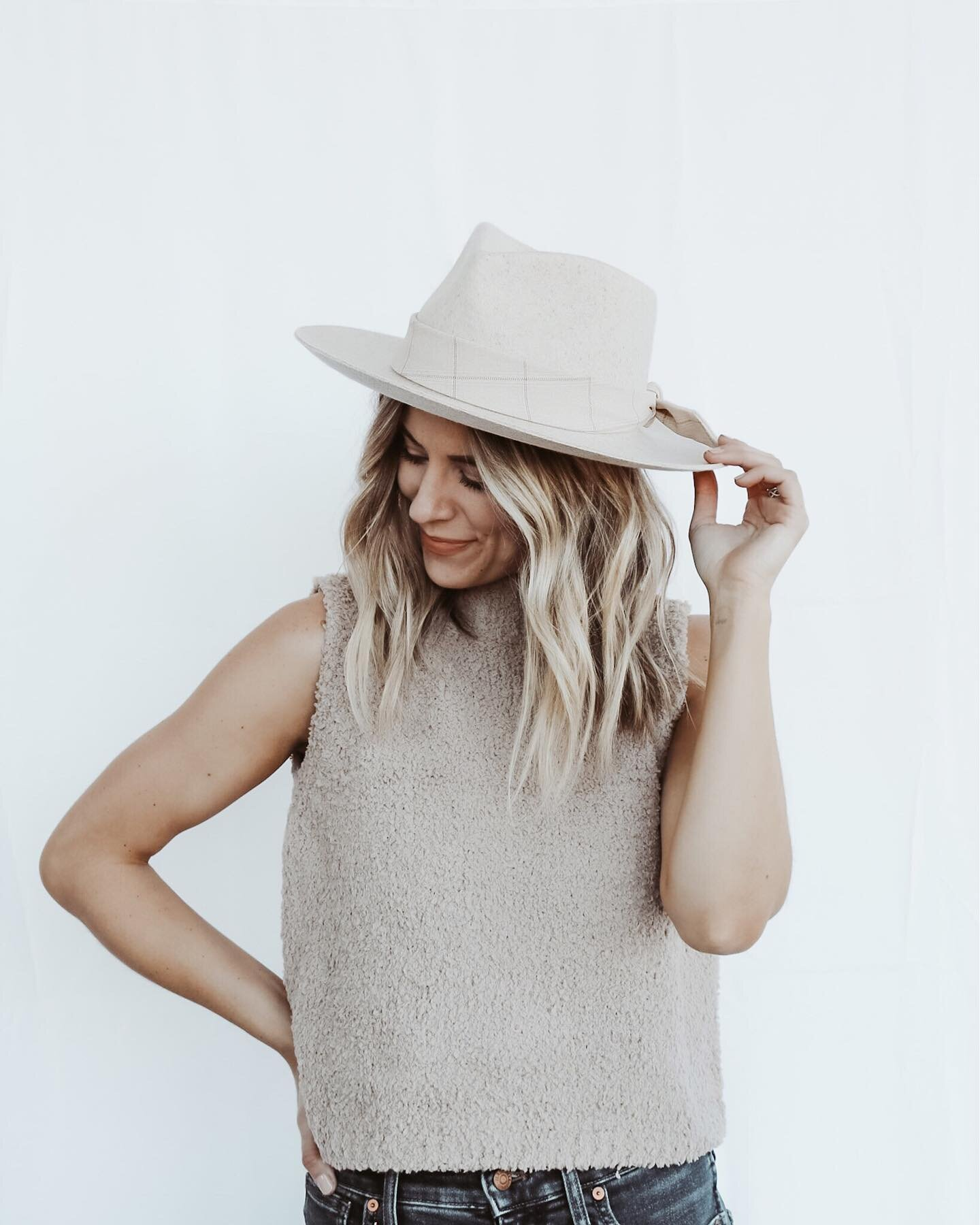 """✨The liner in this hat says """"here's to a woman who wears many hats"""" ✨ and my goodness do we! And at times it almost seems like there's pressure to wear a bajillion hats, and at one time 🤭 but as long as the hat is stylish and you love it, wear it girl 👏🏻 http://liketk.it/36Ctp @liketoknow.it #liketkit #casualstyle #widebrimhat #hat #gigipip #springstyle #springfashion"""