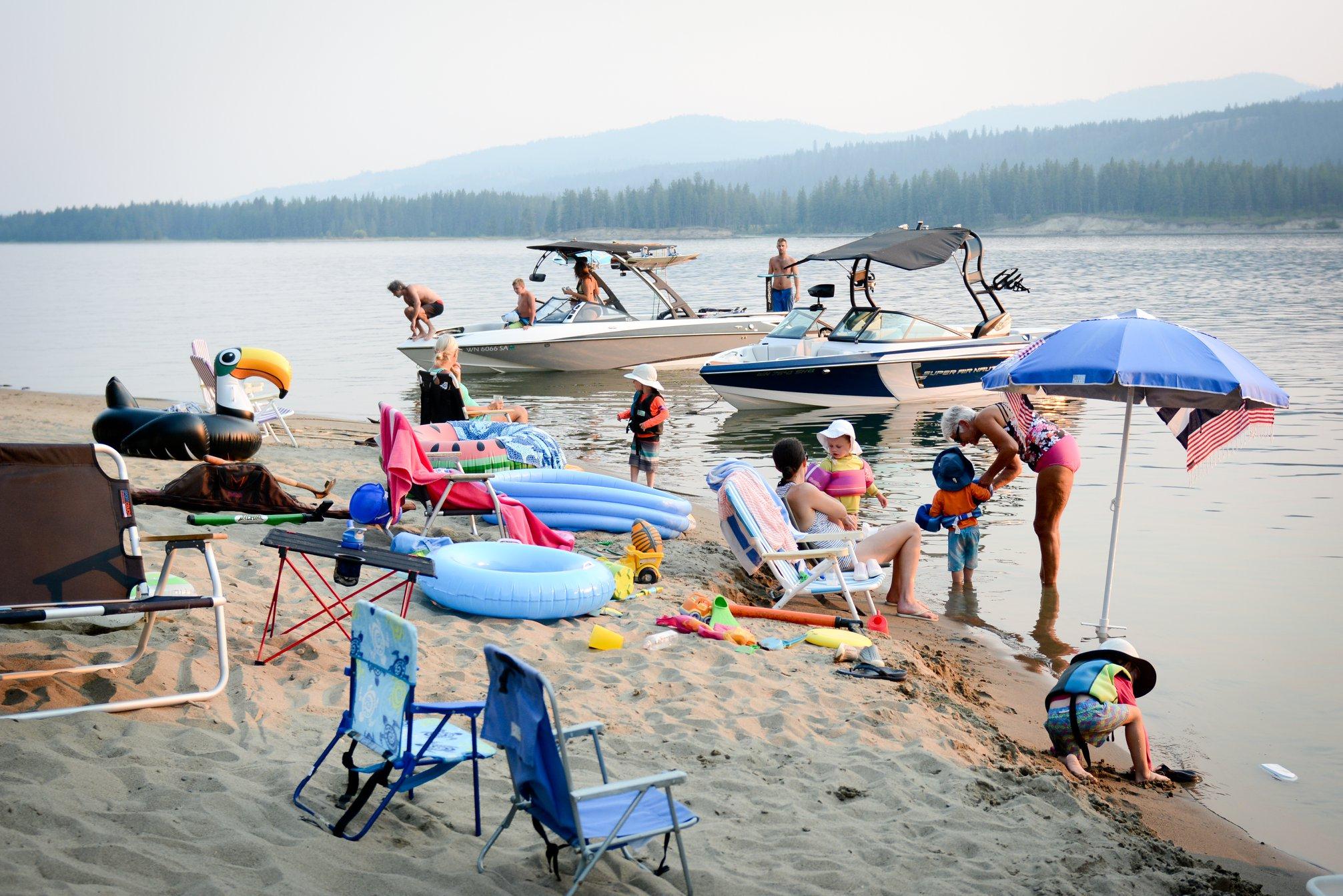 LakeRooseveltHouseboating1.jpg