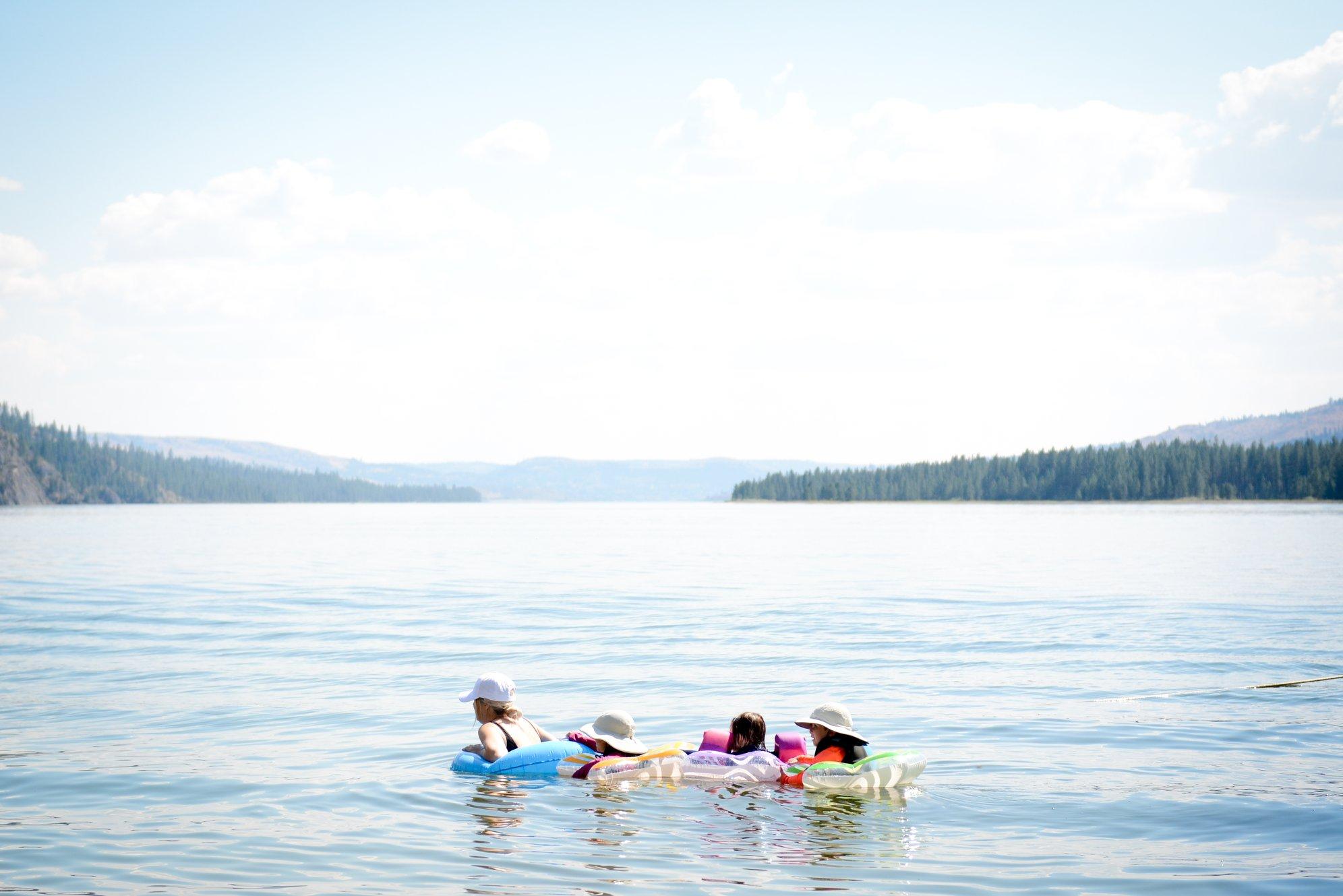 LakeRooseveltHouseboating3.jpg
