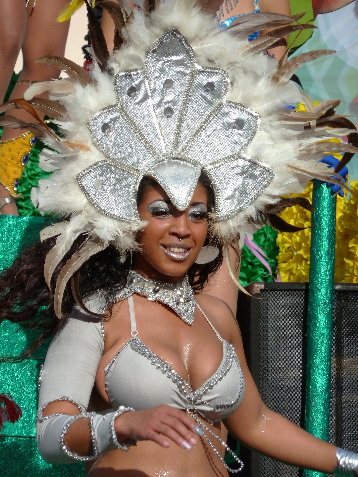 carnival-1806244_1920.jpg