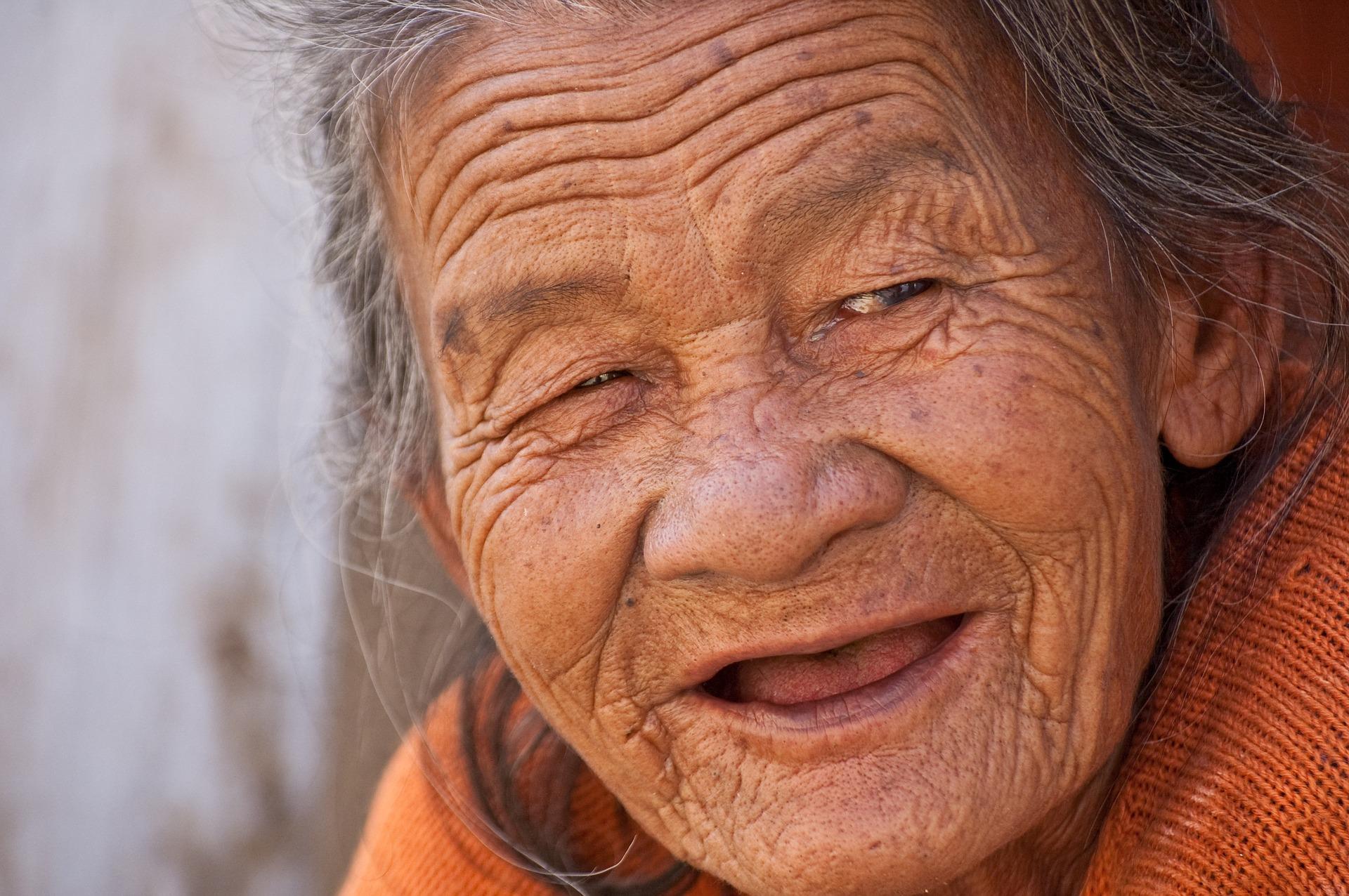 old-lady-845225_1920.jpg