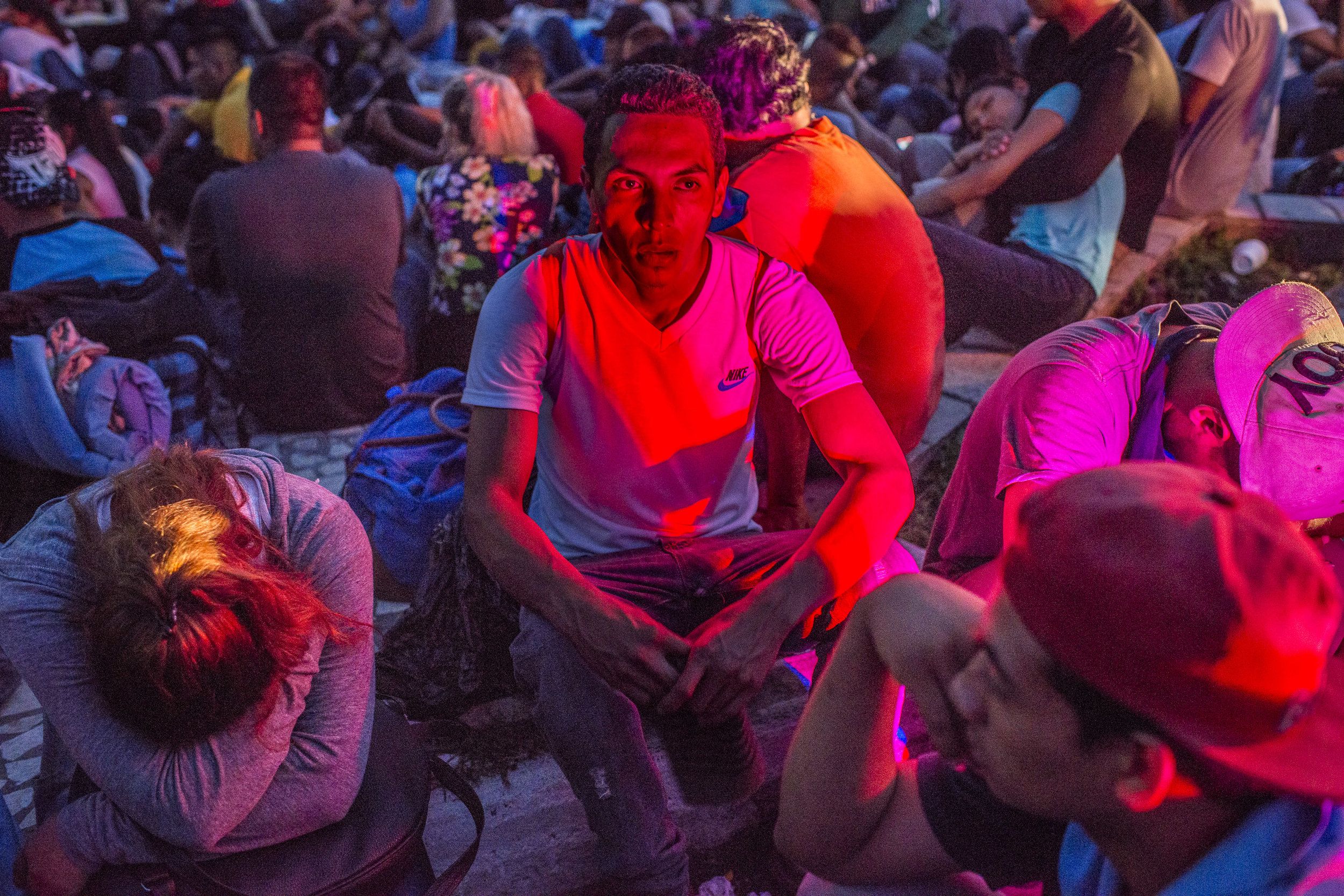 NADÈGE MAZARS  www.nadegemazars.com  |  @nadege_mazars   In the early morning of November 5, 2018, Salvadoran migrants take a break in Viva Mexico, near Tapachula, after having walked for 2 hours. They start to walk at 3:30am and they will have to cover over 40 kilometers during the day before their next step at Huixtla.