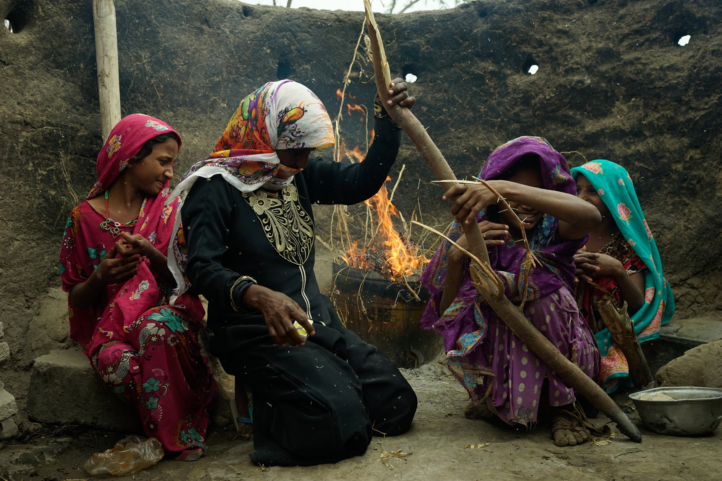 AMIRA AL-SHARIF  @amiraalsharif6681   Young girls prepare a fire so they can bake bread in Marawa'ah, Yemen on January 31, 2018.