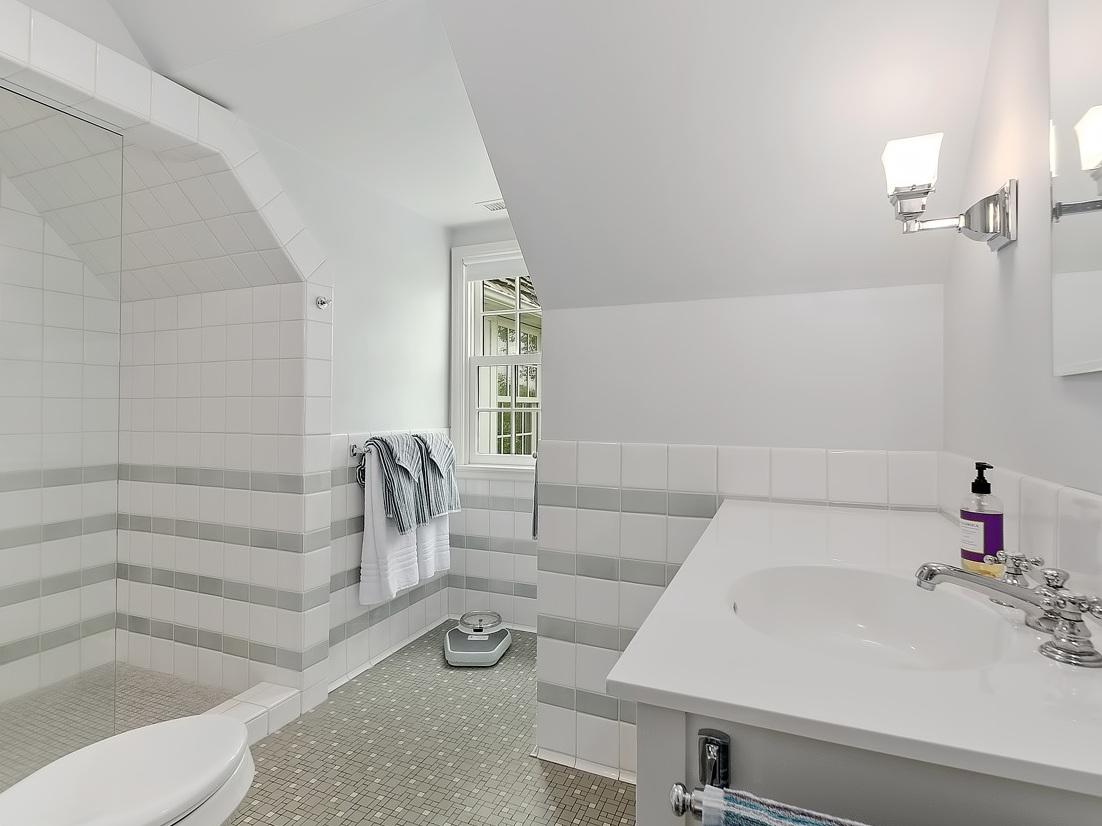 21 Guest Bathroom 2.jpg