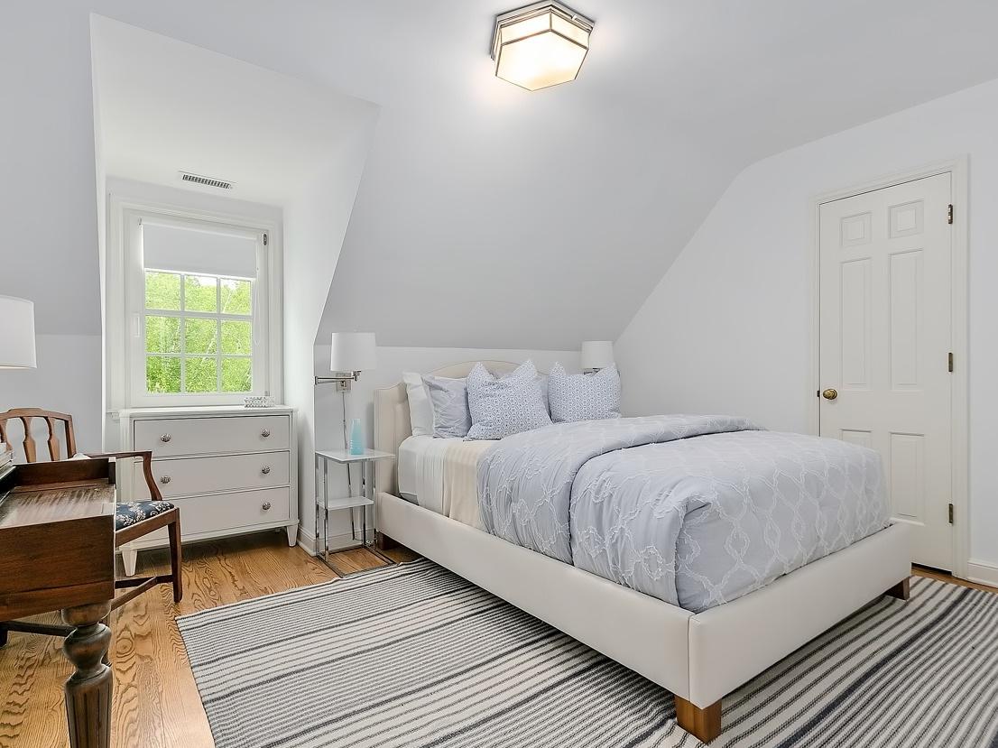 24 Bedroom 5.jpg