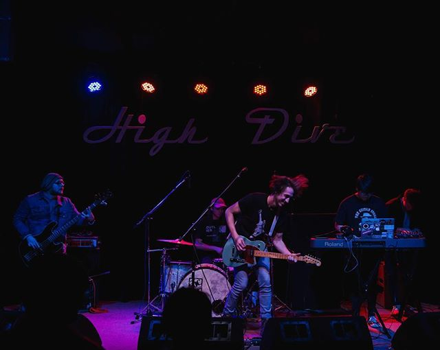 We had so much fun at @highdiveseattle on Wednesday! Lucky to share a stage with @loftystills and @heck_yes_vervex and see so many friendly faces! Thanks so much to y'all who made it out! 📸: @lupuscorolla . . . . #Seattle #music #Songwriters #venues #news #live #shows #art #rock #indie #folk #electric #synth #pop #create #discover #westcoast #pnw