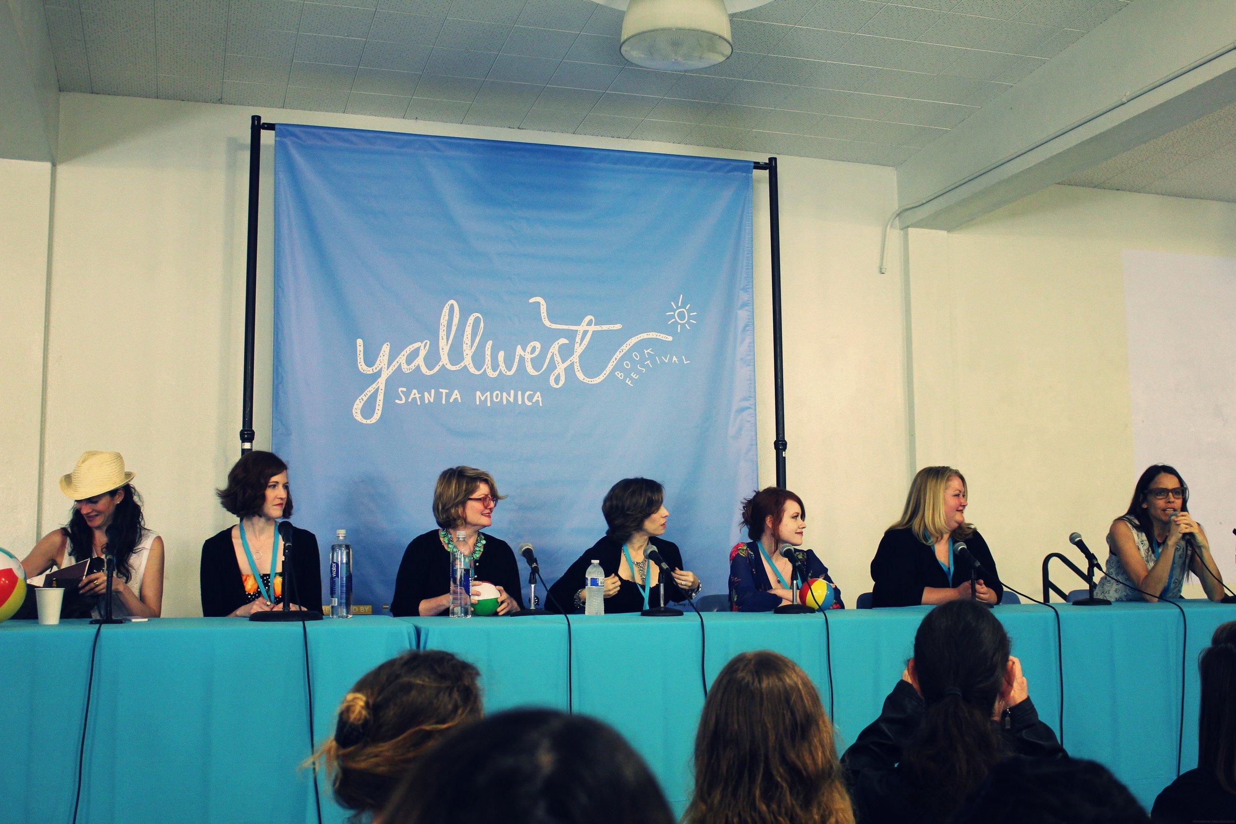 from left to right: Lauren Oliver, Stephanie Perkins, Kami Garcia, Richelle Mead, Rachel Cohn, Margaret Stohl (mod)