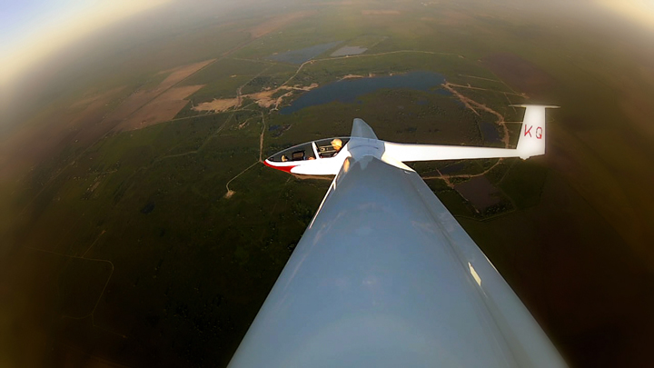A DG-200 sailplane thermalling south of Orchard