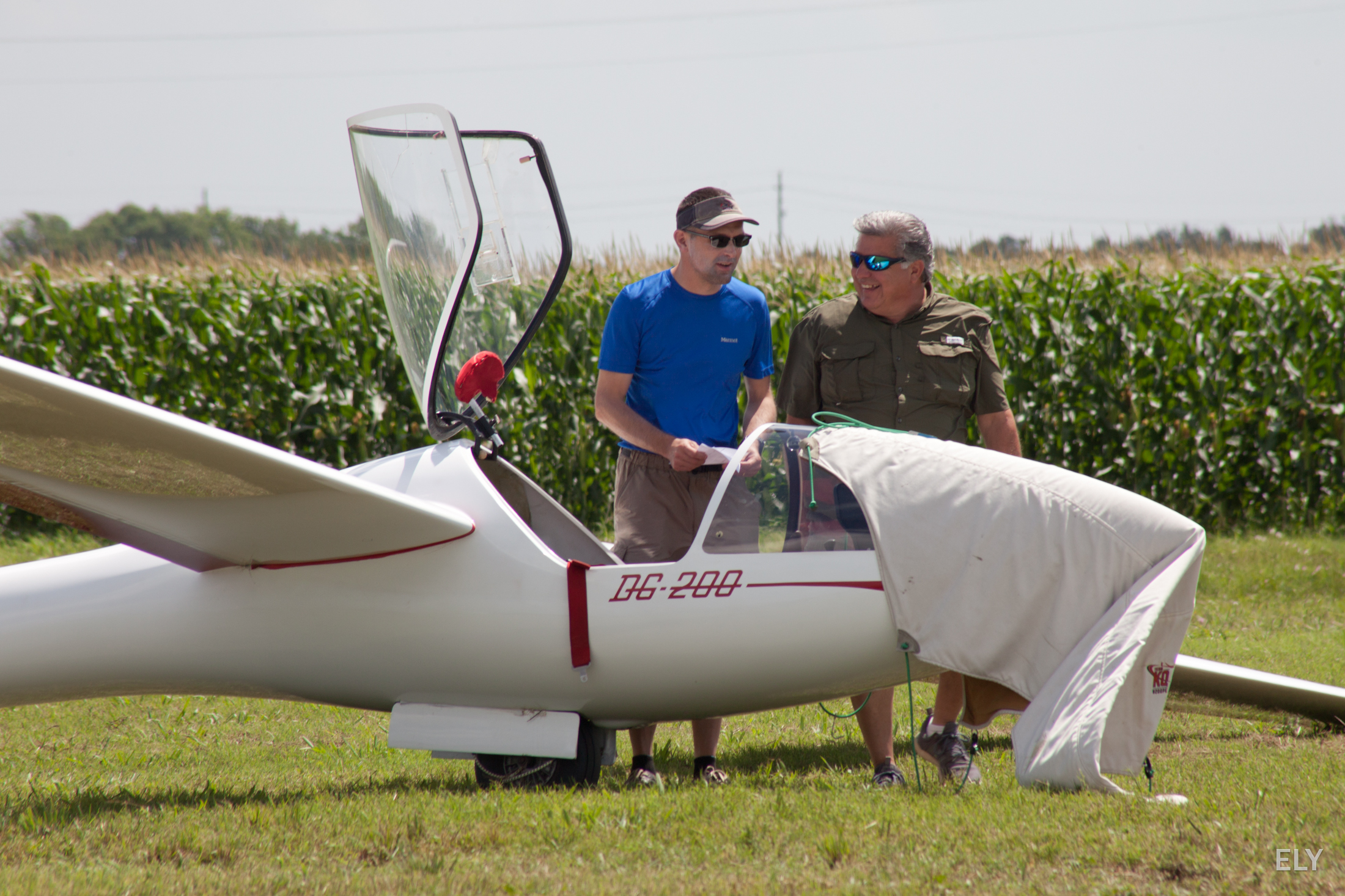 Michael (R) giving Todd some advice before the soaring event