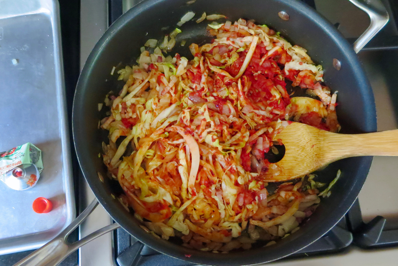 spicy_tomato_pasta_withcabbage.jpg