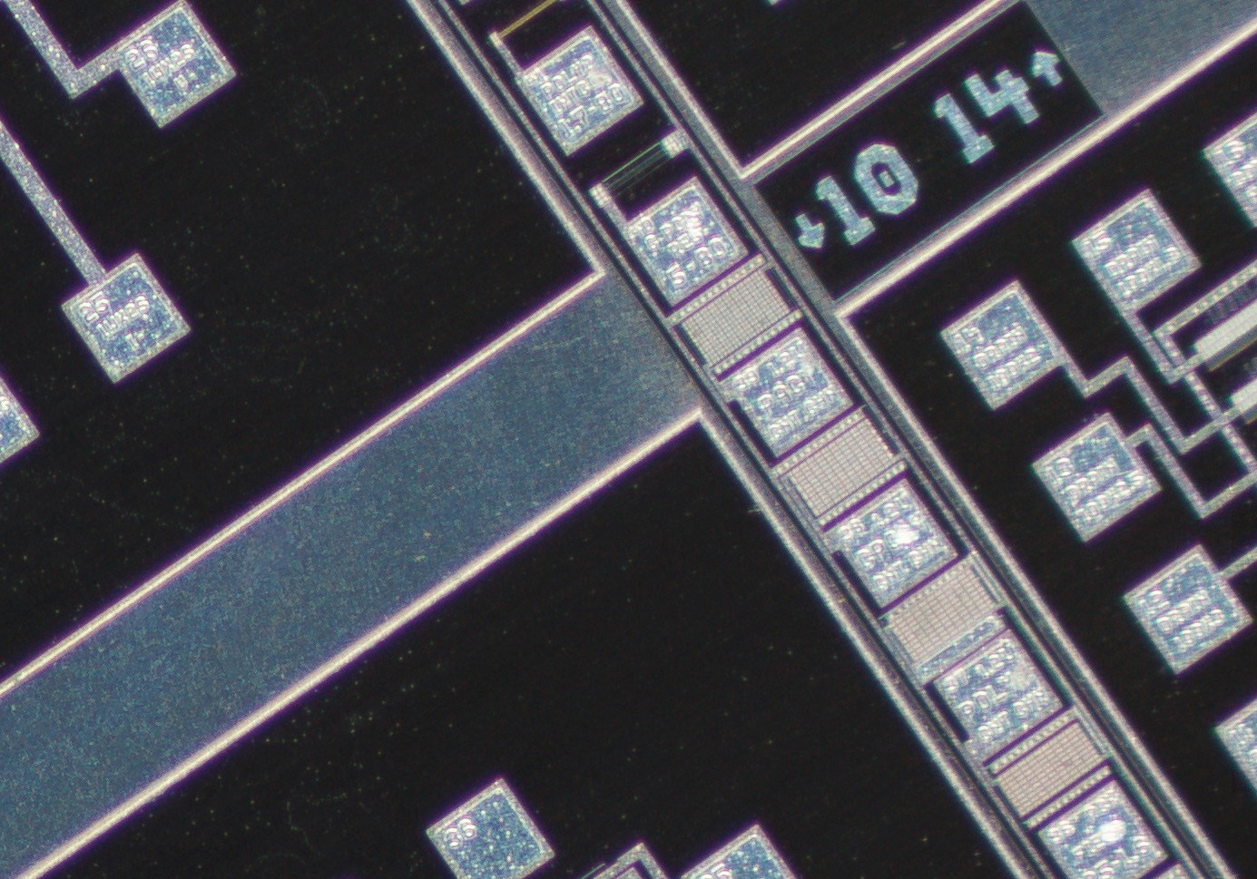 Nikon CFI Plan Achro 4X Gold Barrel corner crop at 100% actual pixel view.Clicking on an image will open a larger version.