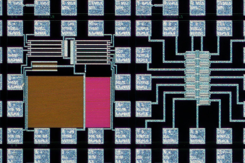Lomo 3,7x 100% actual pixel crop center