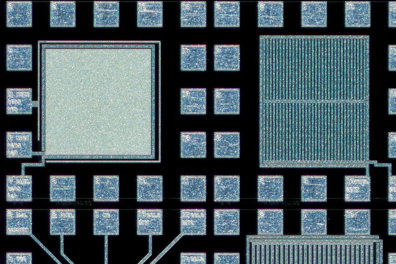 Lomo 3,7x 100% actual pixel crop top edge