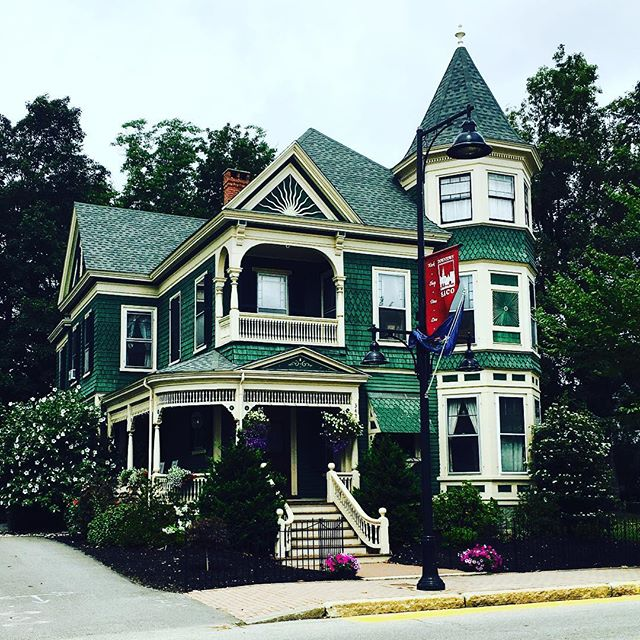 Prettiest house on the block. #maine #greenskybookkeeping #accounting #bookkeeping #summertravels #worklifebalance