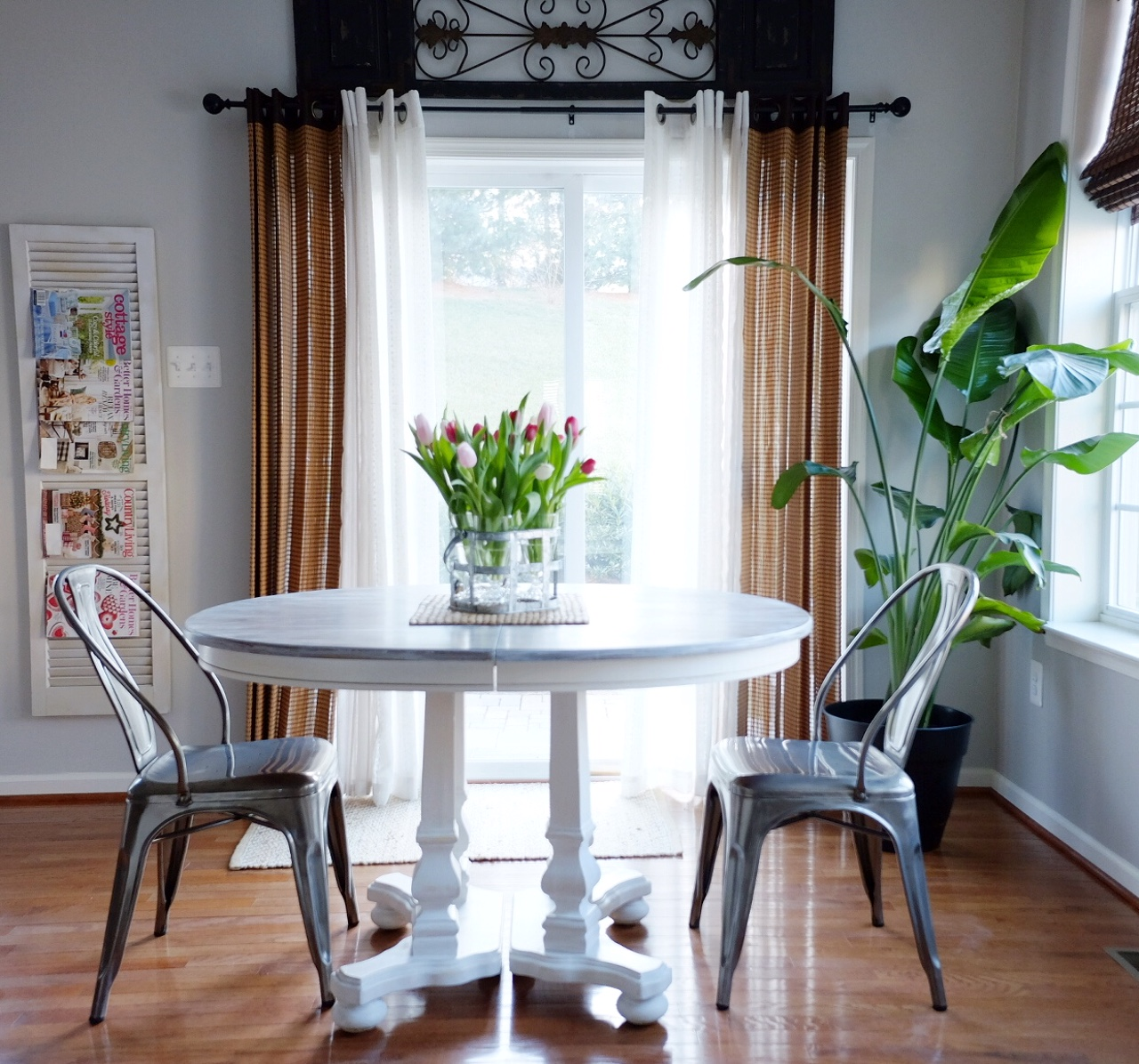 Revamp a table using homemade chalk paint
