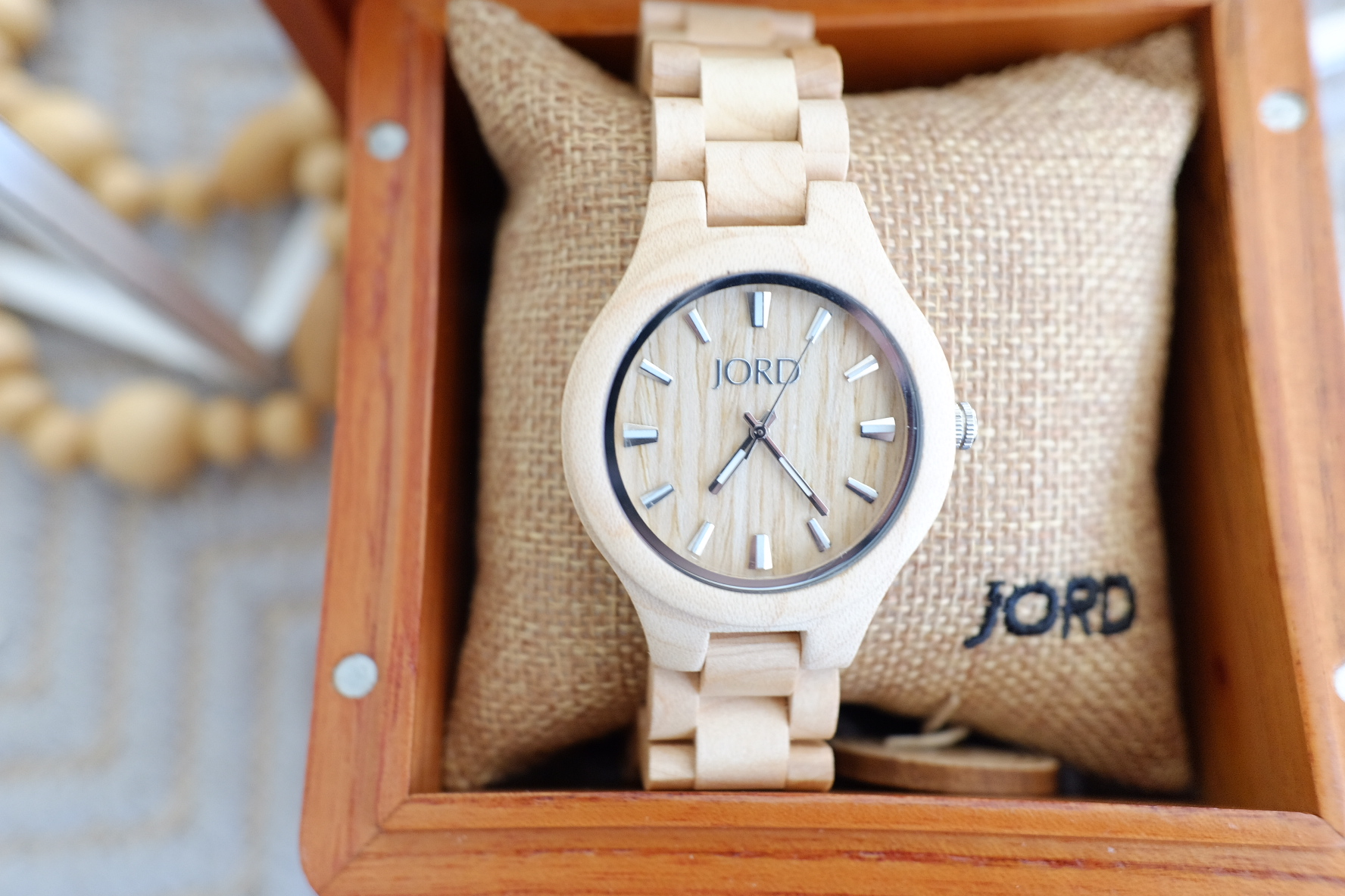 Such beautiful packaging! I love this  JORD watch!