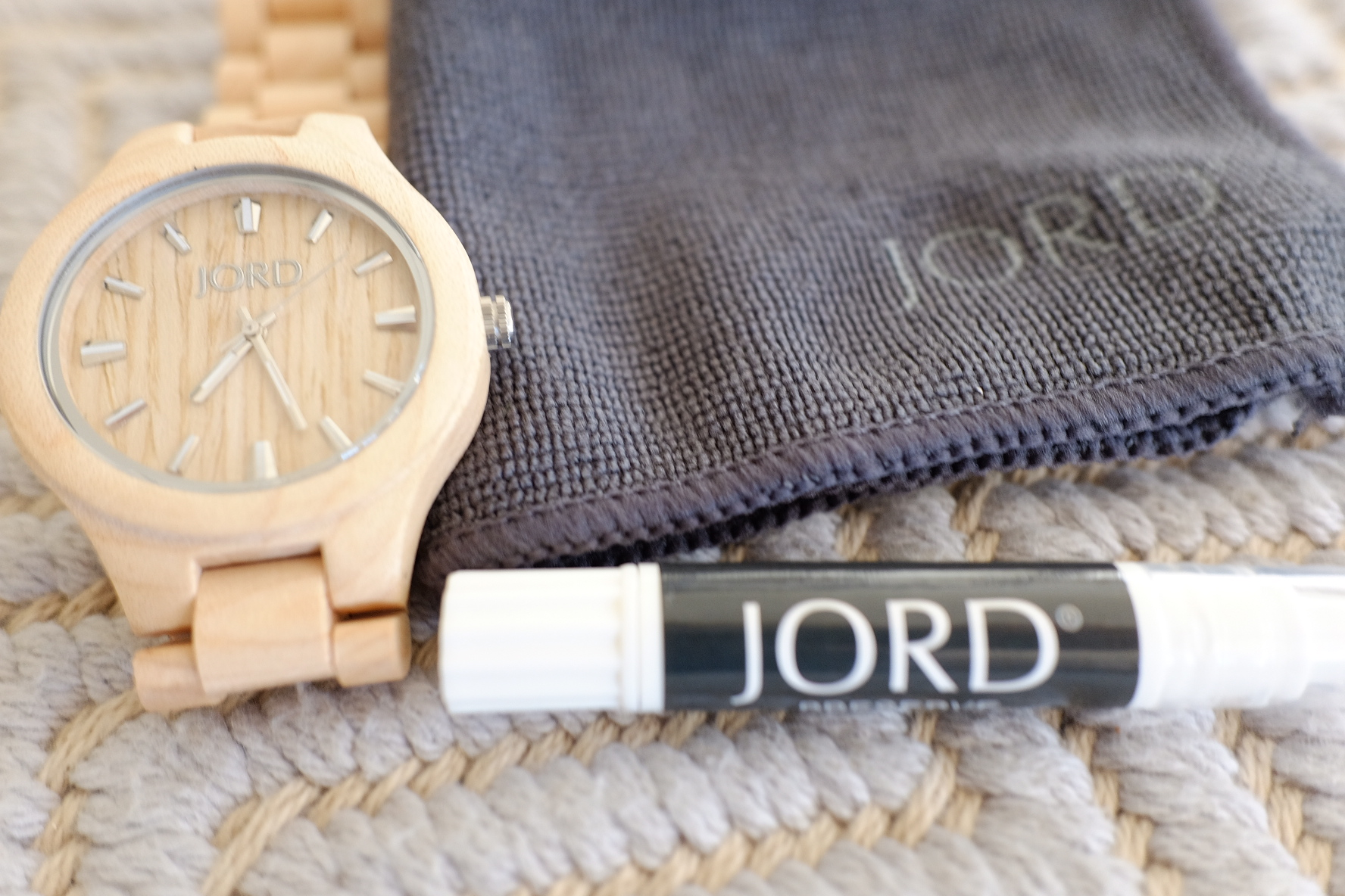 The  JORD watch  comes with Preserve Oil and a Cleaning cloth.