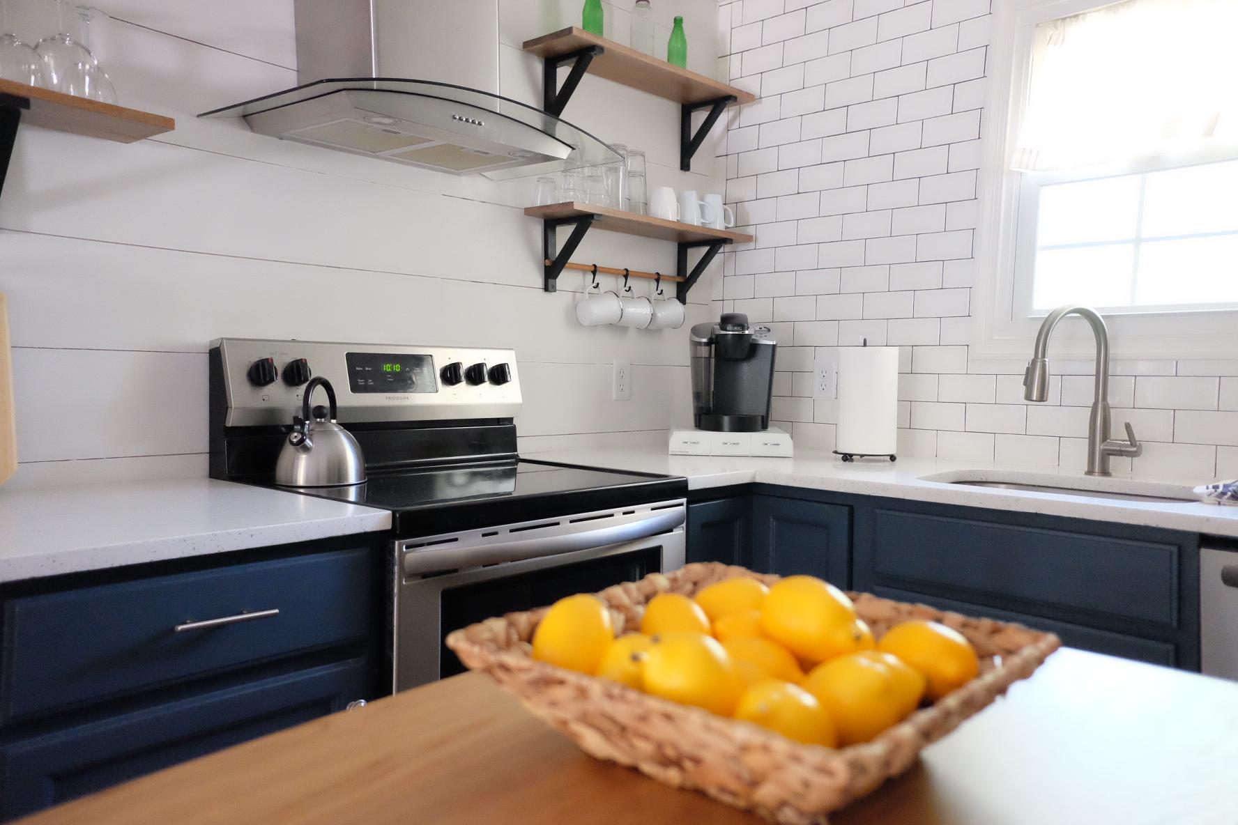 navy cabinets -   cottagestyleblog