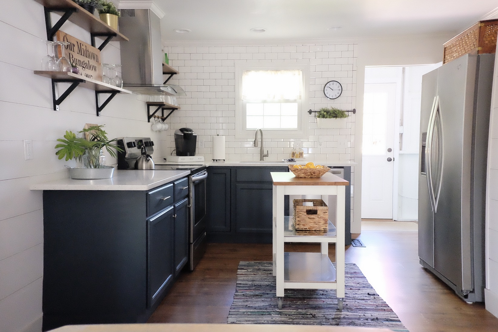 Painting Cabinets - from White to Navy!   Cottagestyleblog.com