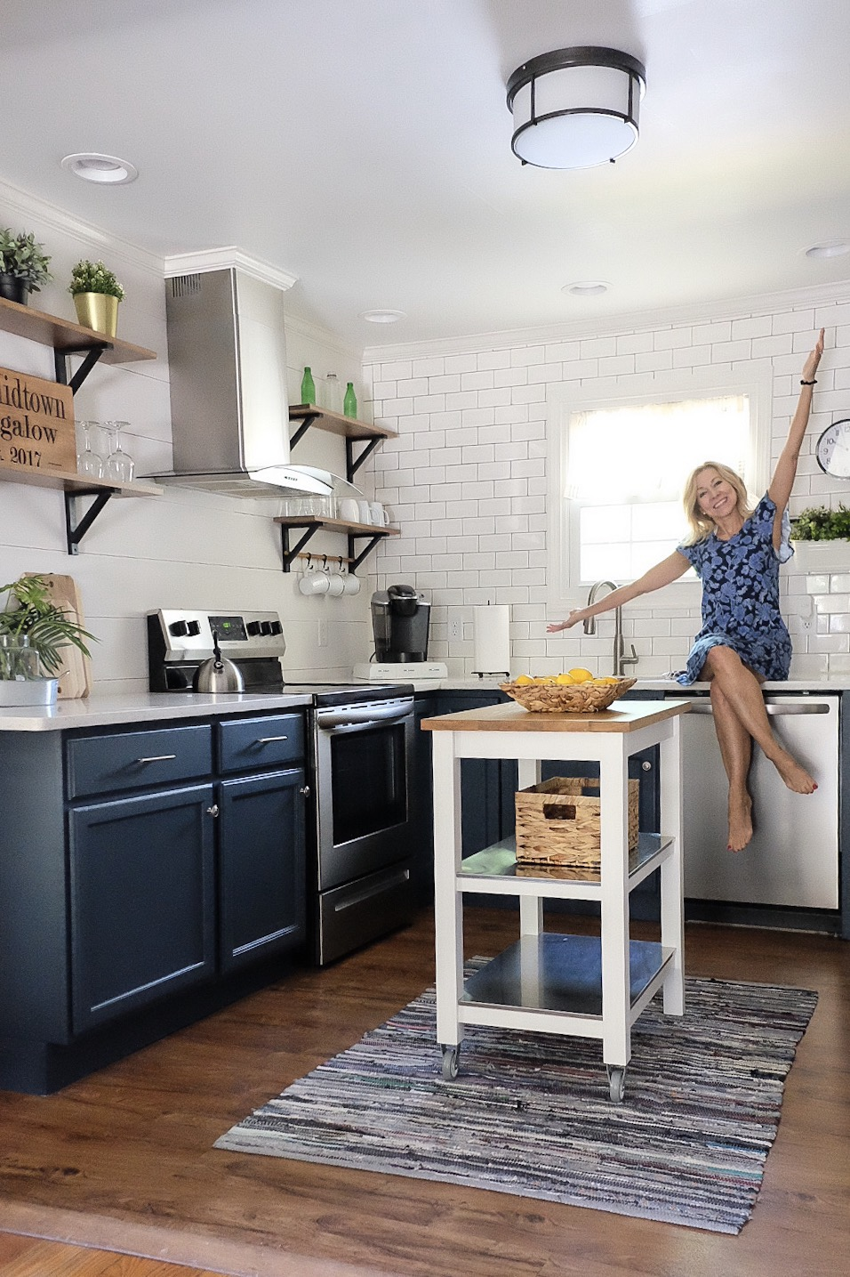 painted navy cabinets -   cottagestyleblog.com