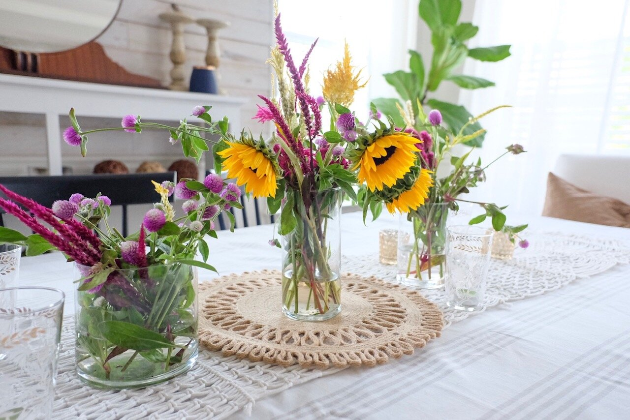 Fresh flowers are perfect for a Fall centerpiece!  Cottagestyleblog.com