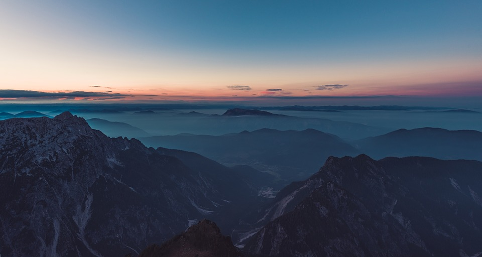 mountain-top-983890_960_720.jpg