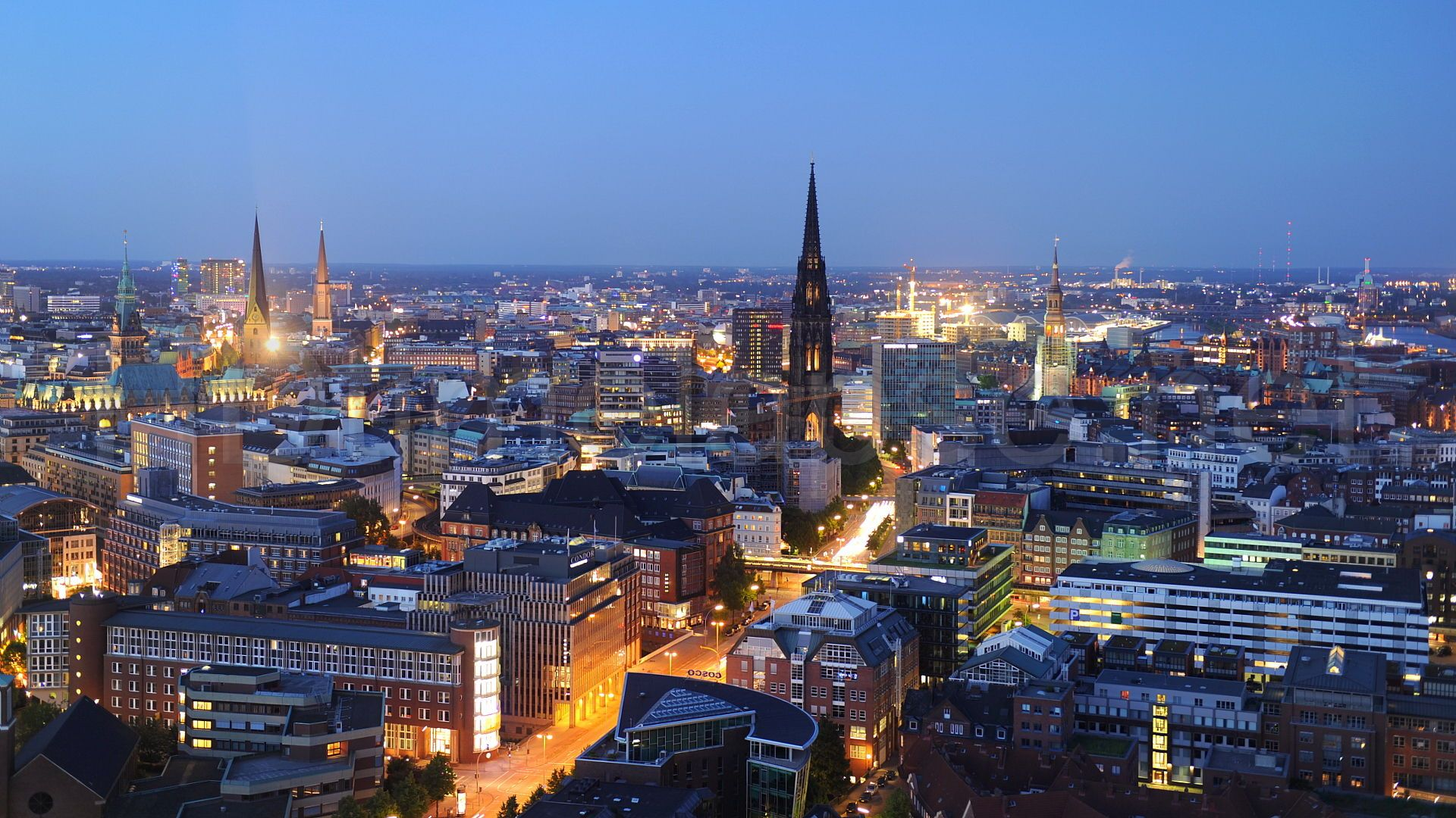 Hamburg at Night.jpg