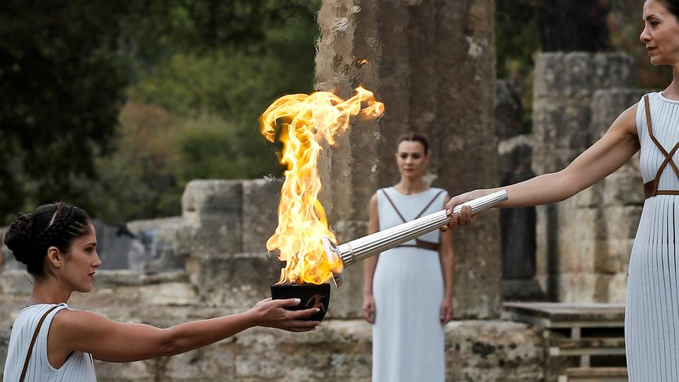 21388_GRE-2017-10-24-Olympic-Flame-Reuters_1508851222612.jpg