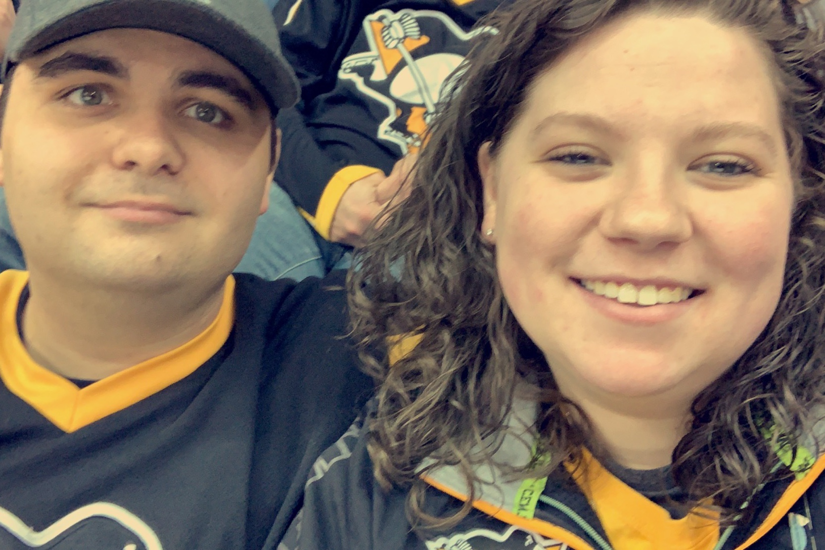 Sarah+and+boyfriend+at+Penguins+game+.jpg
