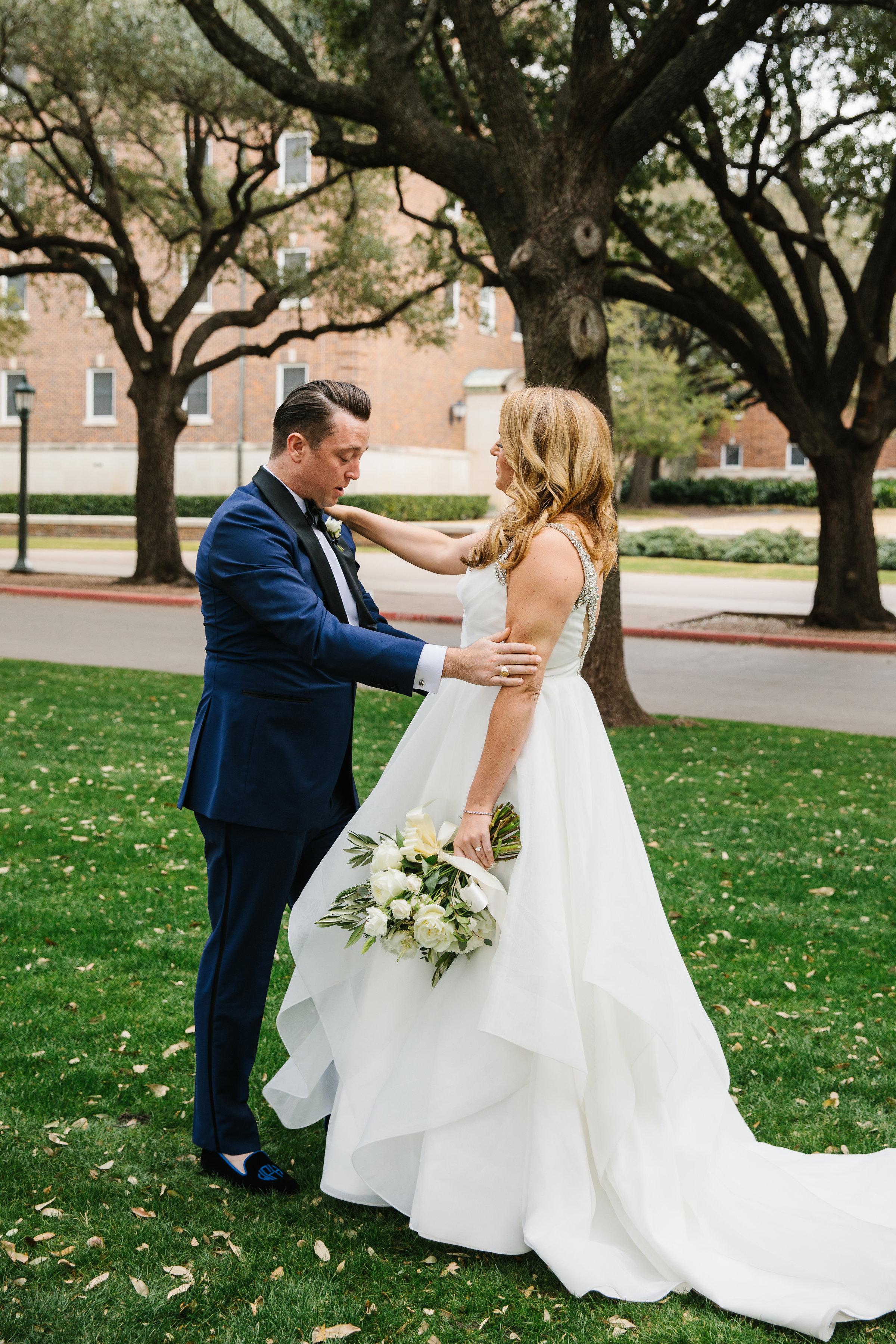 Couple Details - Dallas, Texas - Winter Wedding - Julian Leaver Events