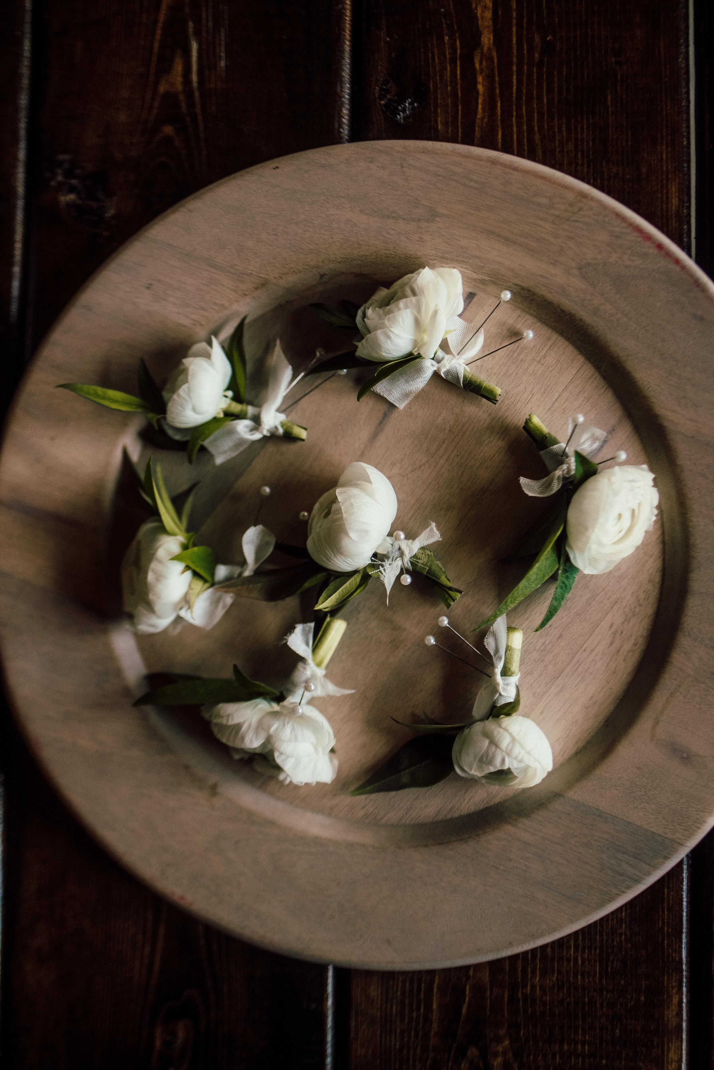 Floral Details - Santa Fe, New Mexico - Summer Wedding - Julian Leaver Events